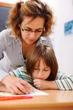 учитель студента удерживания s руки Стоковые Изображения