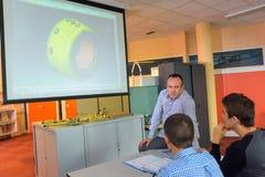 Учитель Pumbler давая урок теории Стоковые Изображения RF