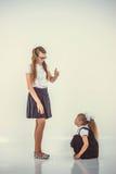 Учитель бранит школьницу Стоковые Изображения