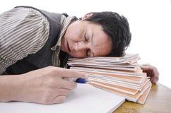 Учитель спать на куче книг Стоковая Фотография RF