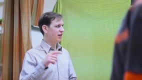 Учитель танца на уроке сток-видео