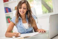 Учить девушки студента Стоковые Изображения RF
