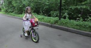 Учить ехать велосипед акции видеоматериалы