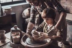Учить новое искусство от гончара Стоковое Изображение