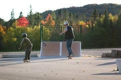Учя skateboarding стоковые изображения rf