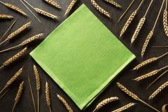 Уши пшеницы на предпосылке Стоковые Фото