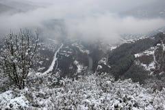 Ущелье реки Iskar, около Svoge, Болгария - изображение зимы Стоковое Изображение
