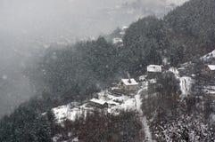 Ущелье реки Iskar, около Svoge, Болгария - изображение зимы Стоковая Фотография RF