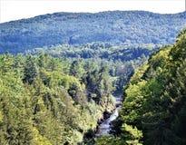 Ущелье Quechee, деревня Quechee, городок Hartford, Windsor County, Вермонта, Соединенных Штатов стоковое фото