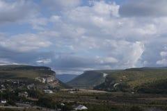 Ущелья горы с деревьями Стоковое Изображение RF