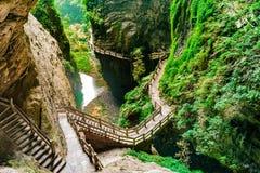 Ущелье борозды Longshuixia в стране Wulong, Чунцине, Китае стоковая фотография rf