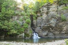 Ущелье и бассейн водопада Стоковое фото RF