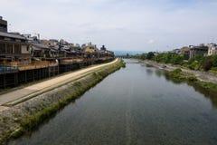 Уютная область вокруг реки Kamo с на левым переулком Pontocho Стоковое Изображение RF
