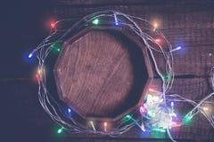 Уютная предпосылка года сбора винограда рождества Пестротканая электрическая гирлянда Стоковые Изображения RF