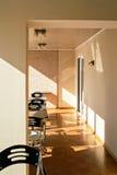 Уютная солнечная комната кофе Стоковая Фотография RF