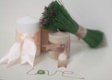 Уютные свечи с влюбленностью слова Стоковое Изображение RF