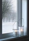 Уютные фонарики и ландшафт зимы Стоковые Изображения RF