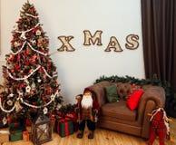 Уютный интерьер дома рождества Стоковое фото RF