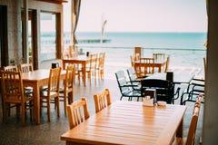Уютный интерьер кафа моря лета Стоковые Фото