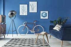 Уютный интерьер просторной квартиры стоковая фотография rf