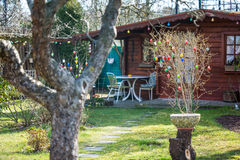 Уютный коттедж лета с садом Стоковая Фотография