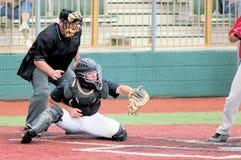 Улавливатель бейсбола с судьей на вышке Стоковые Изображения