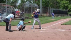 Удар бейсбола сток-видео