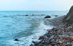 Удар волн волны моря на утесах Стоковое Изображение RF