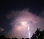 Удар молнии Nighttime Стоковое фото RF