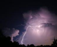 Удар молнии Nighttime Стоковое Изображение