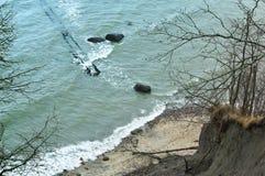 Удар на утесах, промоина волн волны моря, скала, Стоковые Изображения RF