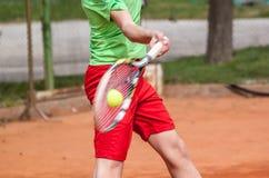 Удар справа тенниса стоковые фото