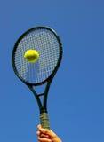 Удар теннисного мяча стоковые фотографии rf