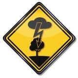 Удар током и молния в дереве иллюстрация штока