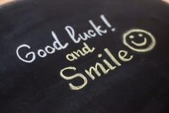 Удача и улыбка - написанный текст стоковое фото rf