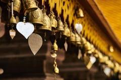 Удача колоколы с сердцами стоковое фото