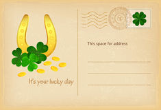 Удачливый день - подкова дня Патрика Святого, монетки и открытка года сбора винограда клевера также вектор иллюстрации притяжки c Стоковое Изображение RF
