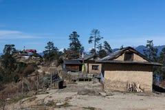 Удаленное традиционное горное село в Гималаях Стоковое фото RF