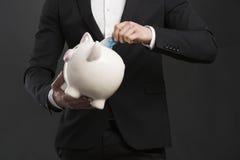 удерживание банка piggy Стоковые Изображения