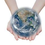 удерживание глобуса земли накаляя Элементы этого изображения Стоковые Фото