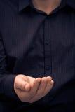 Удерживание жеста рукой спрашивает помощь Стоковые Фото