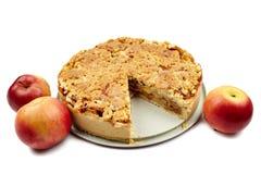 удерживание крупного плана выпечки предпосылки яблока изолировало красный цвет расстегая показывая белую женщину Стоковое Фото