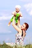 удерживание ребёнка Стоковое Фото
