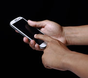 удерживание руки банка предпосылки замечает smartphone Стоковое фото RF