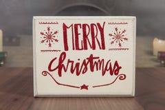 удерживание шлема рождества азиатской предпосылки красивейшее пустое кавказское изолировало смешанный бумажный знак santa гонки с Стоковая Фотография