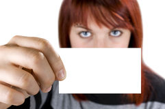 удерживание девушки визитной карточки Стоковая Фотография RF