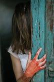 удерживания halloween даты принципиальной схемы календара жнец мрачного счастливого миниатюрный говорит положение косы Страшное и Стоковые Фото