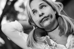 удерживания halloween даты принципиальной схемы календара жнец мрачного счастливого миниатюрный говорит положение косы Страшное и Стоковая Фотография