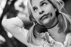 удерживания halloween даты принципиальной схемы календара жнец мрачного счастливого миниатюрный говорит положение косы Страшное и Стоковые Изображения RF