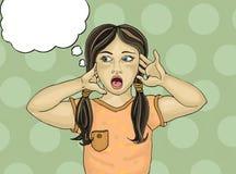 Удивленный ребенок с открытым ртом прочь смотрящ Руки около Стоковое Фото